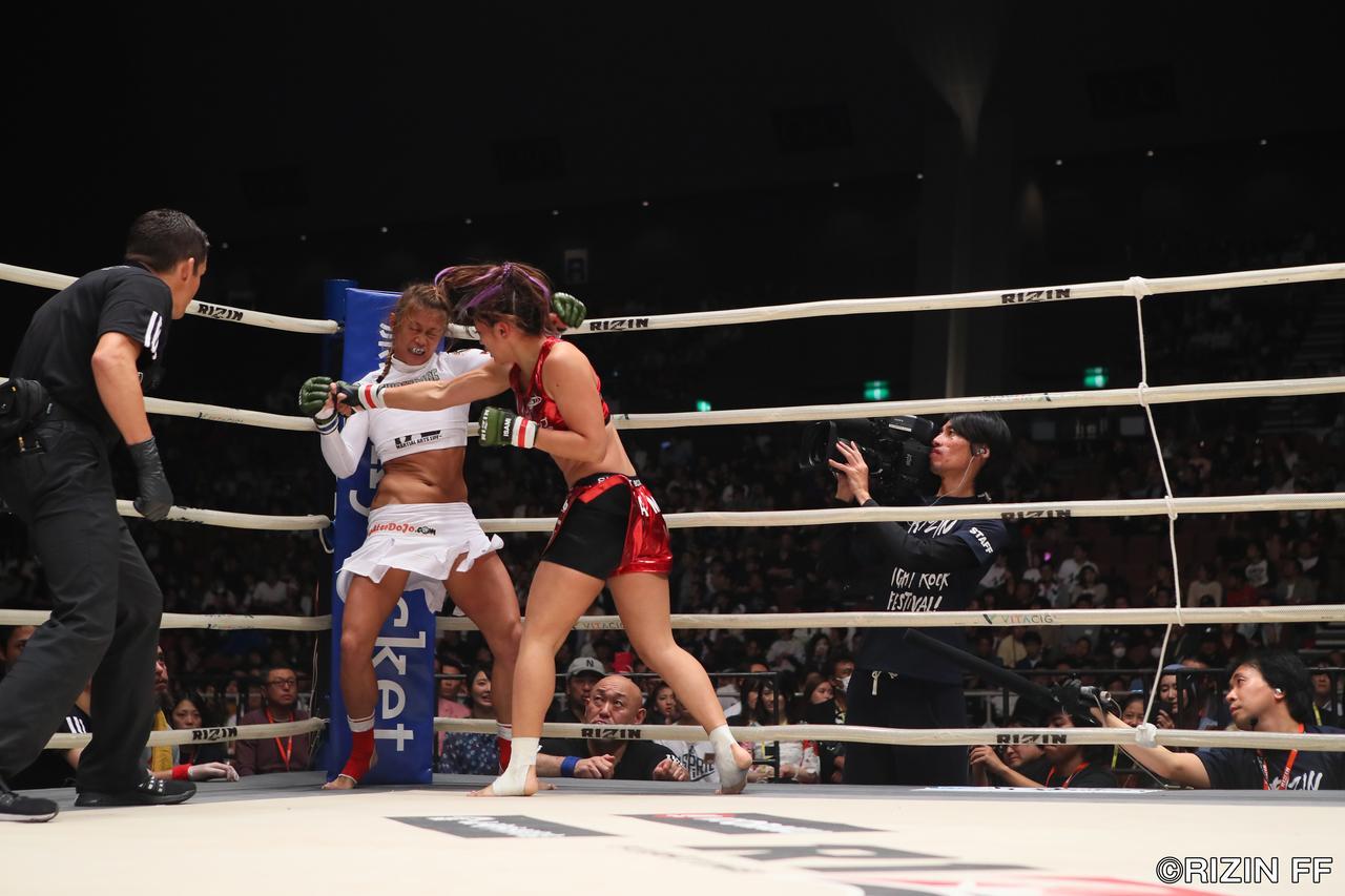 画像2: 強いRENAがアンディ・ウィンをKOしてメインを締める!!