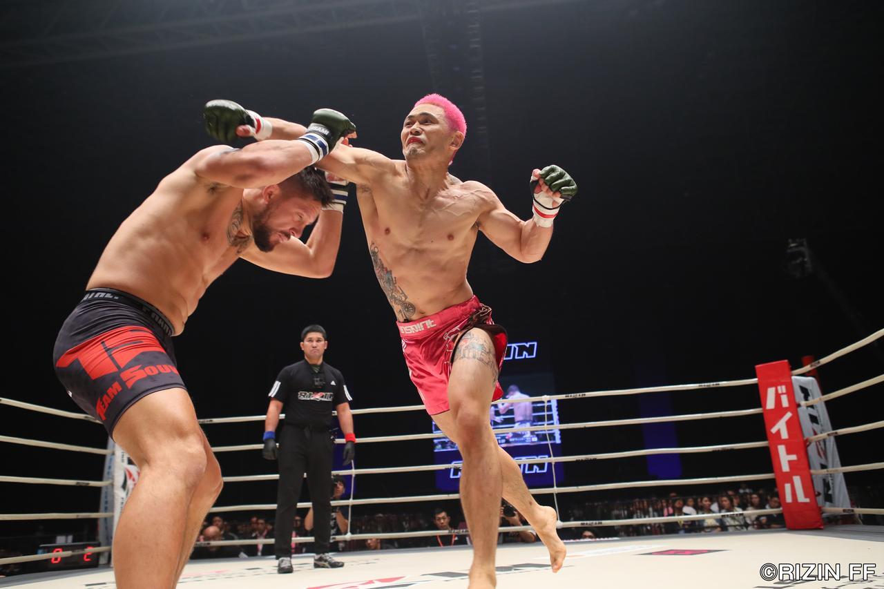 画像2: ウィッキーに敗れるも、MMAでの進化を見せたアンディ・サワー!