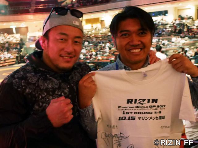画像: 川尻選手のサイン入りTシャツをゲット!