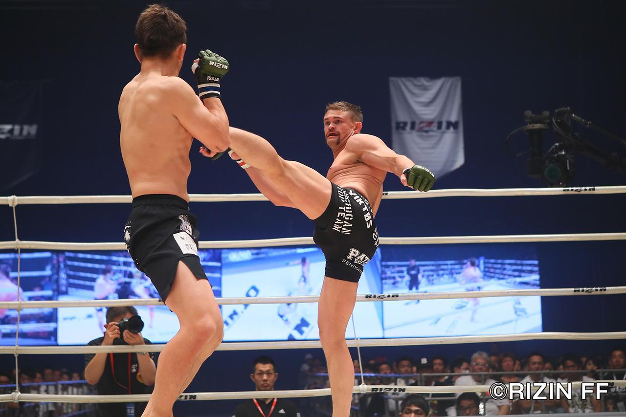 画像3: 松本を襲った戦慄の左ハイキック! クルックシャンクが一撃KO勝ち!!