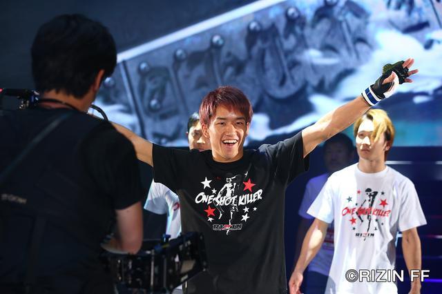 画像1: フルラウンドでのど突き合い! 勝利したのは……朝倉海!!