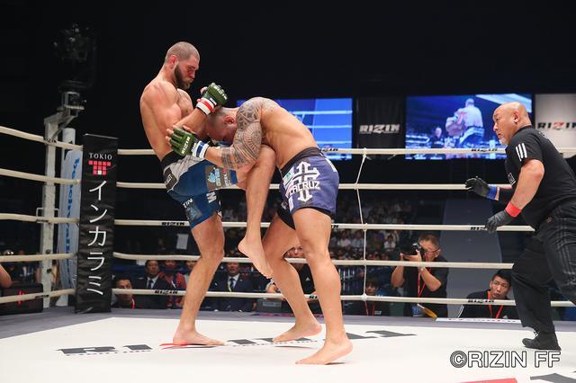 画像5: イリー・プロハースカの強烈パンチ ブルーノ・カッペローザ失神負け