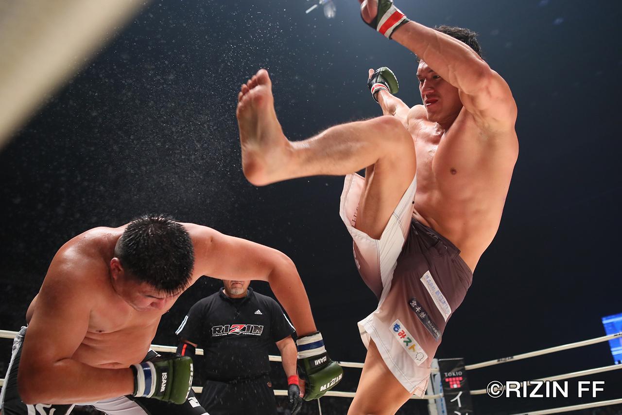 画像4: 両選手にイエローカードが提示される荒れ試合 ウヌルジャルガルがペースを掴んで勝利