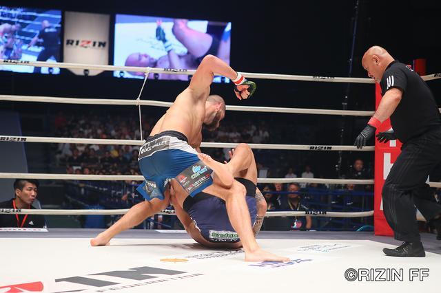 画像6: イリー・プロハースカの強烈パンチ ブルーノ・カッペローザ失神負け