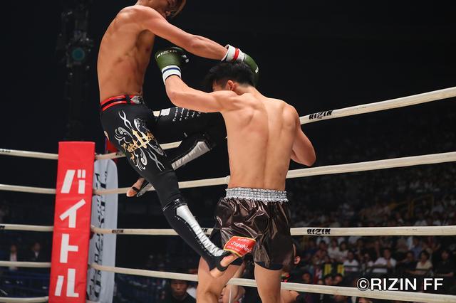 """画像2: シュートボクシングの""""超新星""""海人がRIZINデビュー戦を白星で飾る ウザ強ヨシヤはRIZIN初陣を飾れず"""