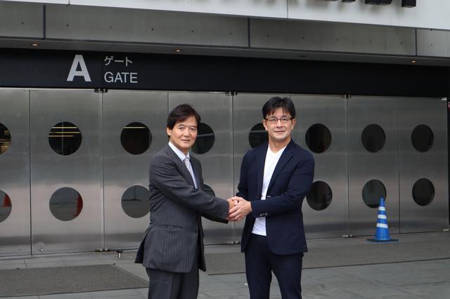 画像: さいたまスーパーアリーナを前にさいたま観光国際協会・本田副会長と榊原RIZIN実行委員長
