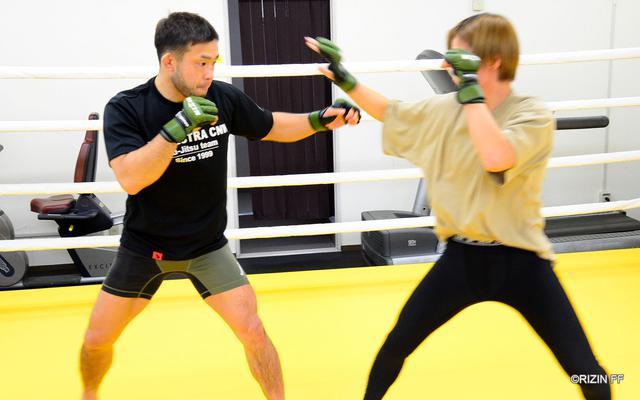 画像1: 扇久保「修斗のチャンピオンとしてRIZINに出ているので、絶対に負けられないです」扇久保博正と浅倉カンナの練習を公開!