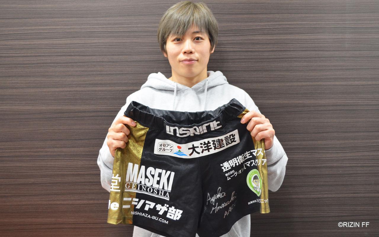 画像3: 浜崎朱加がRIZIN.16で着用したサイン入りファイトショーツを出品!RIZINオークション