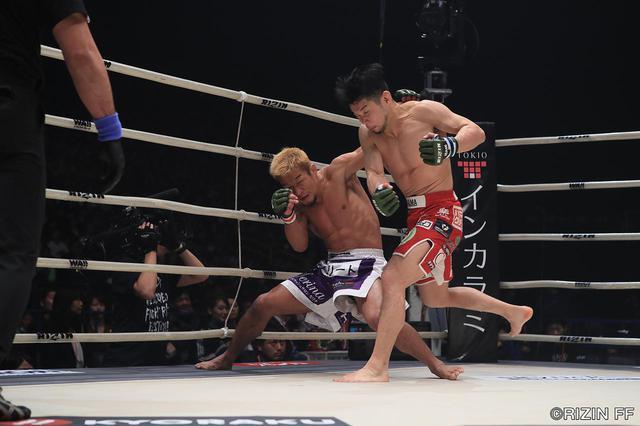 画像3: 「石渡が大塚を判定で破り、決勝の堀口戦へ!!」