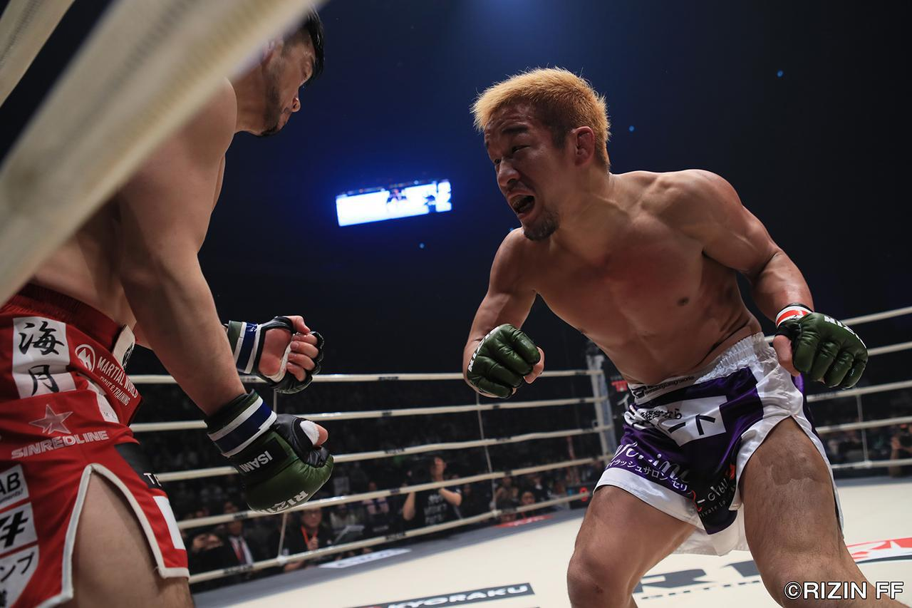 画像4: 「石渡が大塚を判定で破り、決勝の堀口戦へ!!」