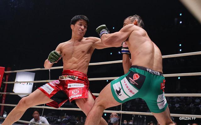画像: 朝倉海がRIZINバンタム級新王者に!1R TKOで扇久保を下す