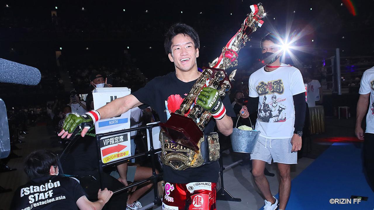 画像: 朝倉海がRIZINバンタム級新王者に!1R TKOで扇久保を下す - RIZIN FIGHTING FEDERATION オフィシャルサイト