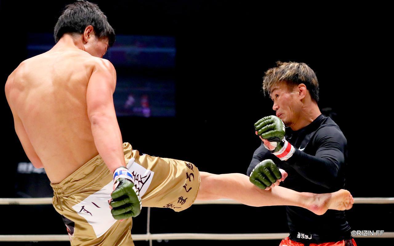 画像1: 蹴りのバリエーションを持つ瀧澤と総合力で応える金太郎