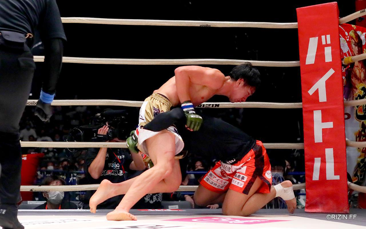 画像3: 蹴りのバリエーションを持つ瀧澤と総合力で応える金太郎