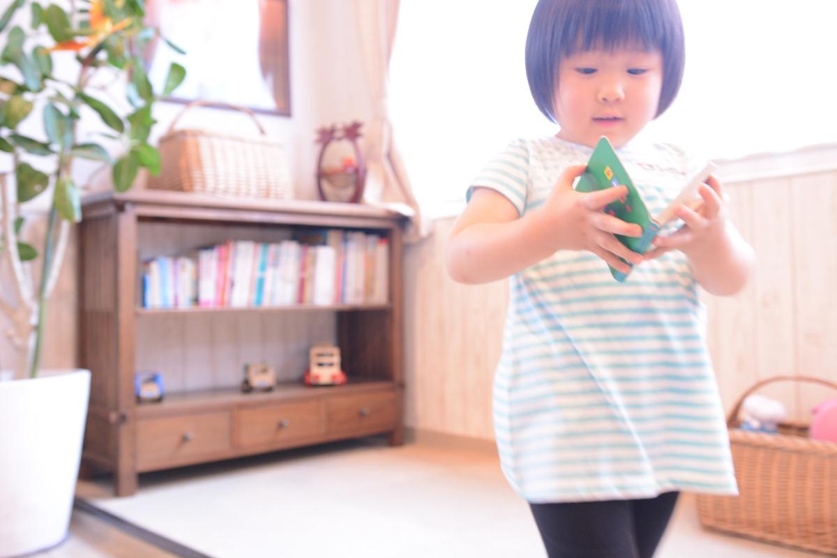 画像: キッズスペースで遊んでいた鎌倉っ子。今日は予防注射にきたのだそう(ご本人とお母さま談)。