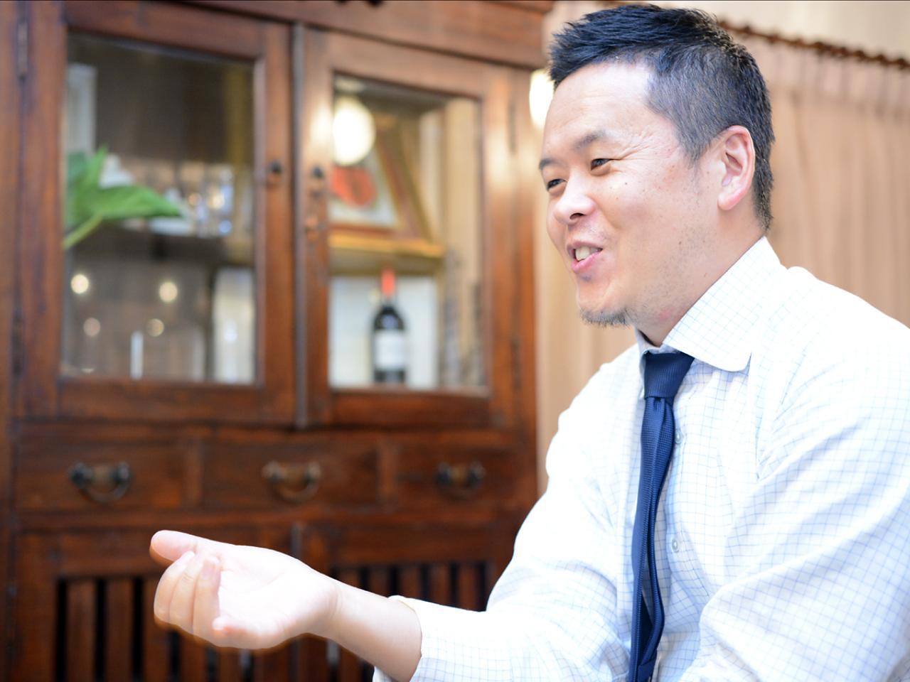 画像: 越路公雄 | Kimio KOSHIJI 用賀アーバンクリニック事務長。東京大学経済学部卒業後、株式会社オースビーにてコンピュータプログラム開発・システム要件定義を経験。顧客企業IT部門の業務効率化や品質改善、メンバーマネジメントに携わる。当事者意識をもち医療機関の課題を解決していく姿勢に共感し現職に。大学時代は、応援部一色の生活だった。 mediva.co.jp