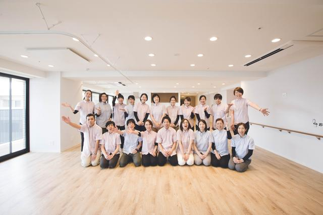 画像: 看多機「ナースケア・リビング世田谷中町」は、2017年5月に開設。同年7月には、認知症の方に優しいデザインが認められ、英国スターリング大学DSDCより日本初の認知症デザイン《ゴールド》を受賞しました。©naoko oyama dementia.stir.ac.uk