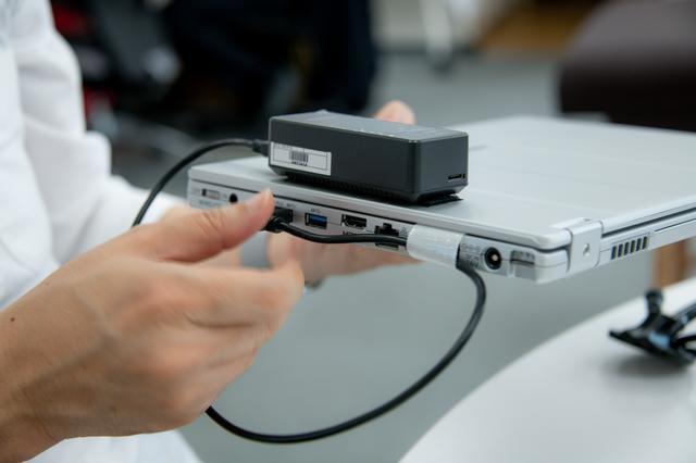 画像: USBポートがひとつズレていると、Wifiによる転送ができない=撮影画像が即時に表示されないので注意が必要。
