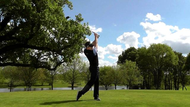 画像: Danny Willett swing sequence youtu.be