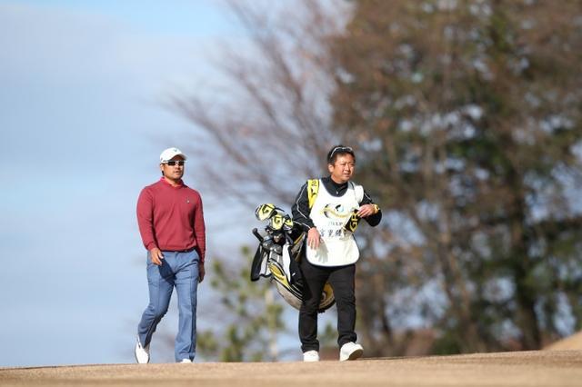 画像: *昨年の日本シリーズ、宮里優作の初優勝を支えたのは杉澤キャディ