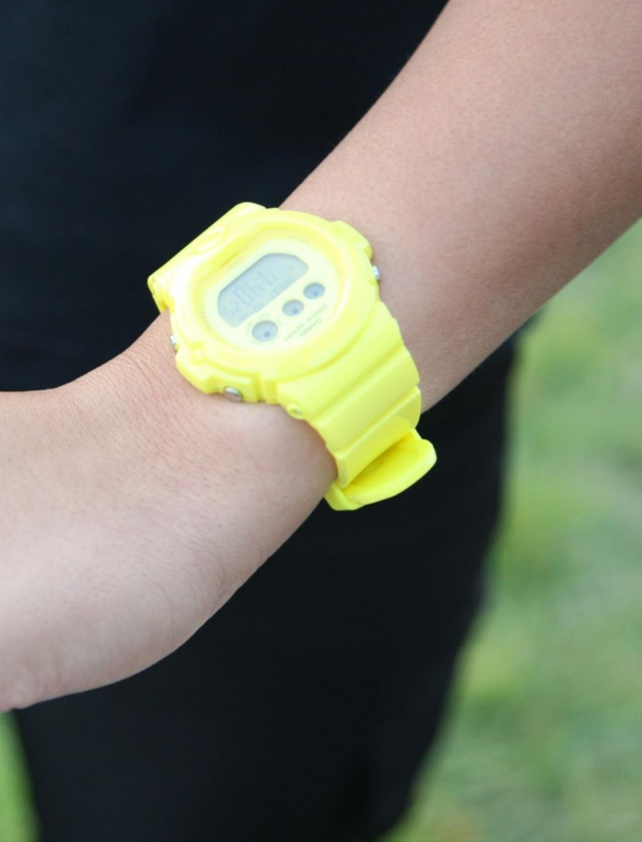 画像: 「勝負カラーは白・黒・黄色なんです。ウェアにないときは時計とか、小物で合わせています。なんか明るくなるイメージなんですよ」