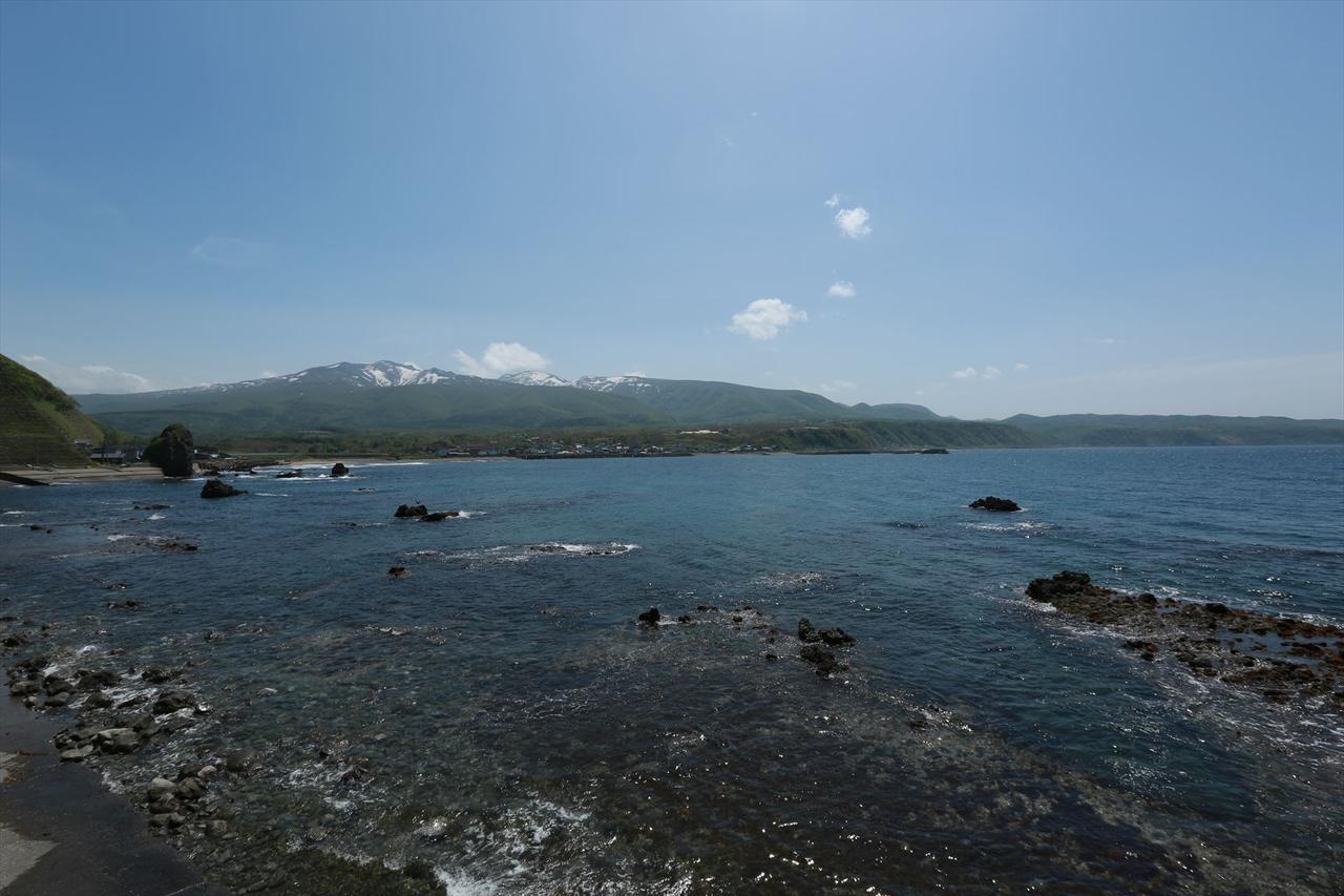 画像: 小樽CC旧コースから少し西へ。こちら『日本の渚百選』にも選ばれた島武意海岸。この透明度は関東地方にはないぞ…。