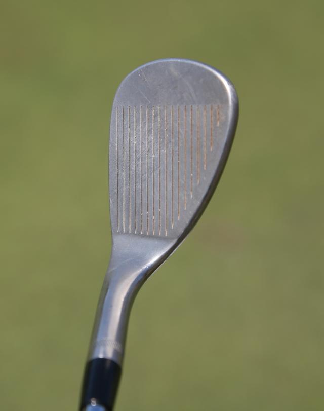 画像: リーディングエッジが丸みを帯びていて、丸顔の印象のSM5