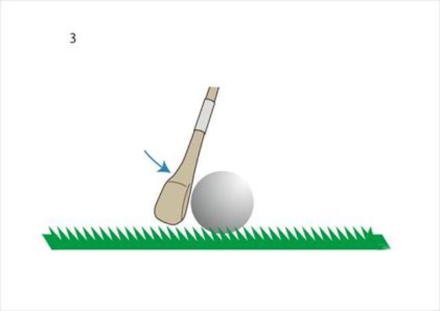 画像: ボールが跳ねて飛び出すぐらいダウンブローで打つ