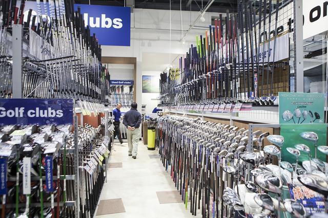 画像: メーカーごとに揃えてあるクラブ