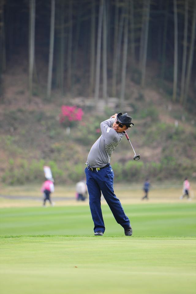 画像6: 【動画】プロゴルファーは 左打ちでも70台!?