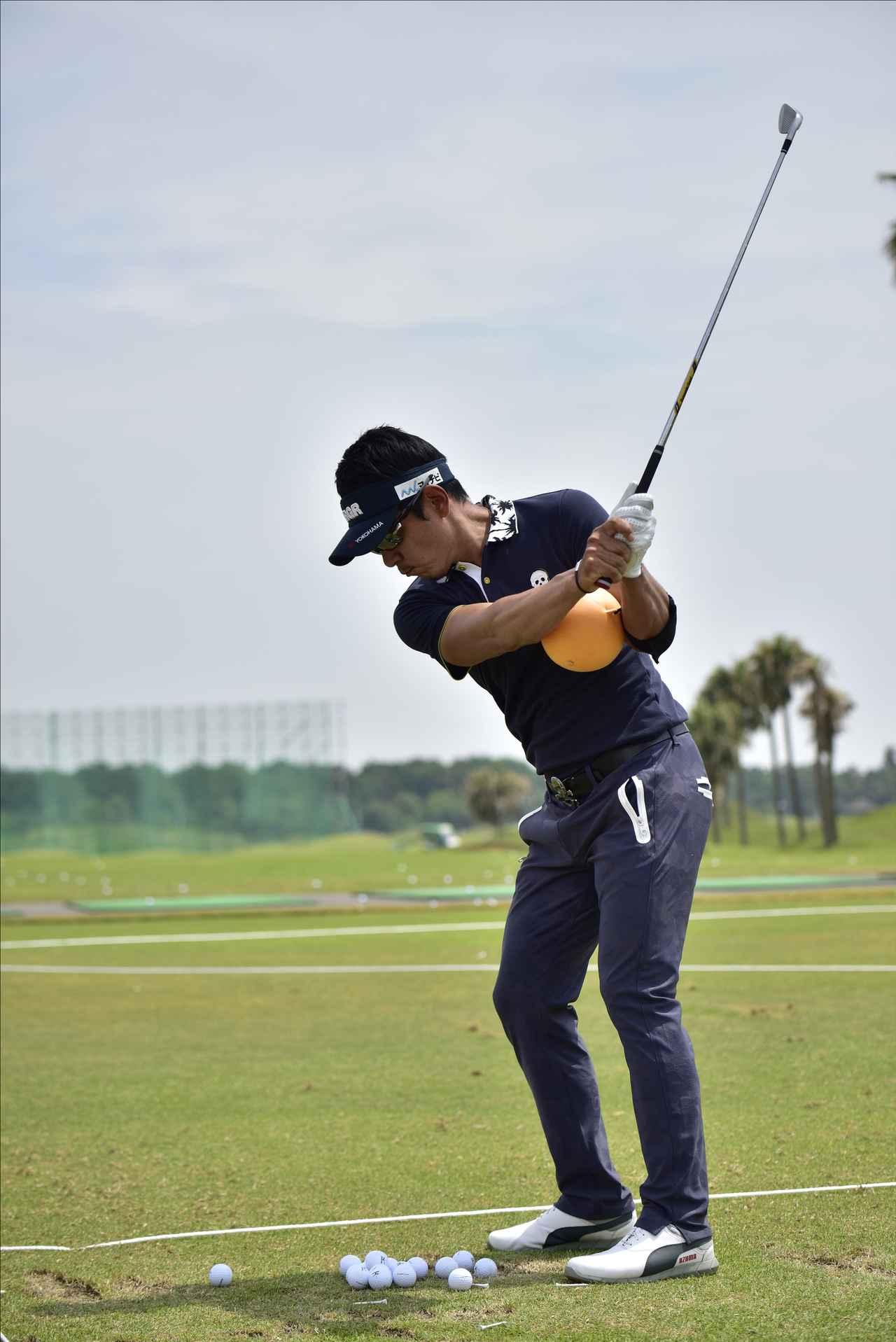 画像2: 【動画】プロゴルファーは 左打ちでも70台!?