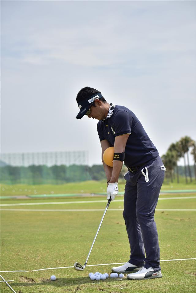 画像1: 【動画】プロゴルファーは 左打ちでも70台!?