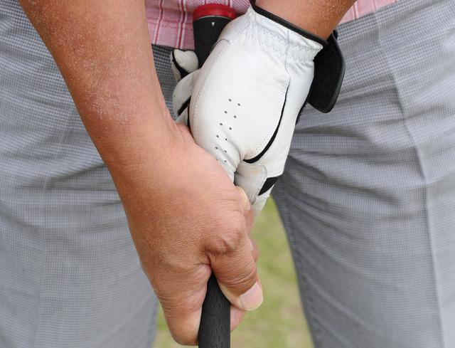 画像: 「アベレージゴルファーの8割近くの方は、『合っていない握り方』をしている」と森コーチ。