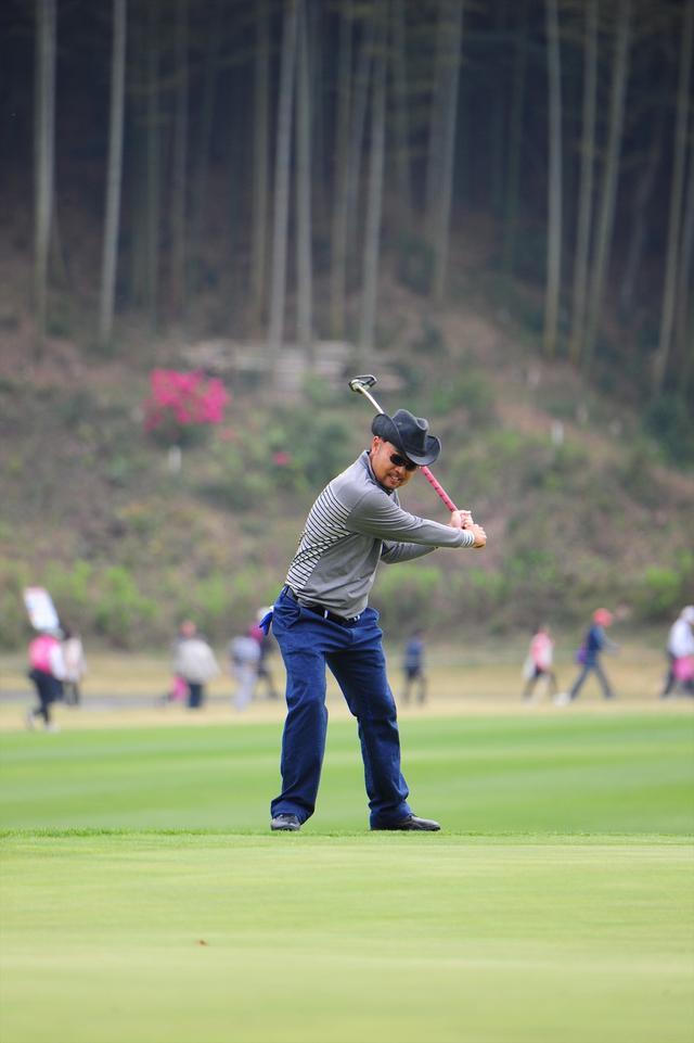 画像5: 【動画】プロゴルファーは 左打ちでも70台!?