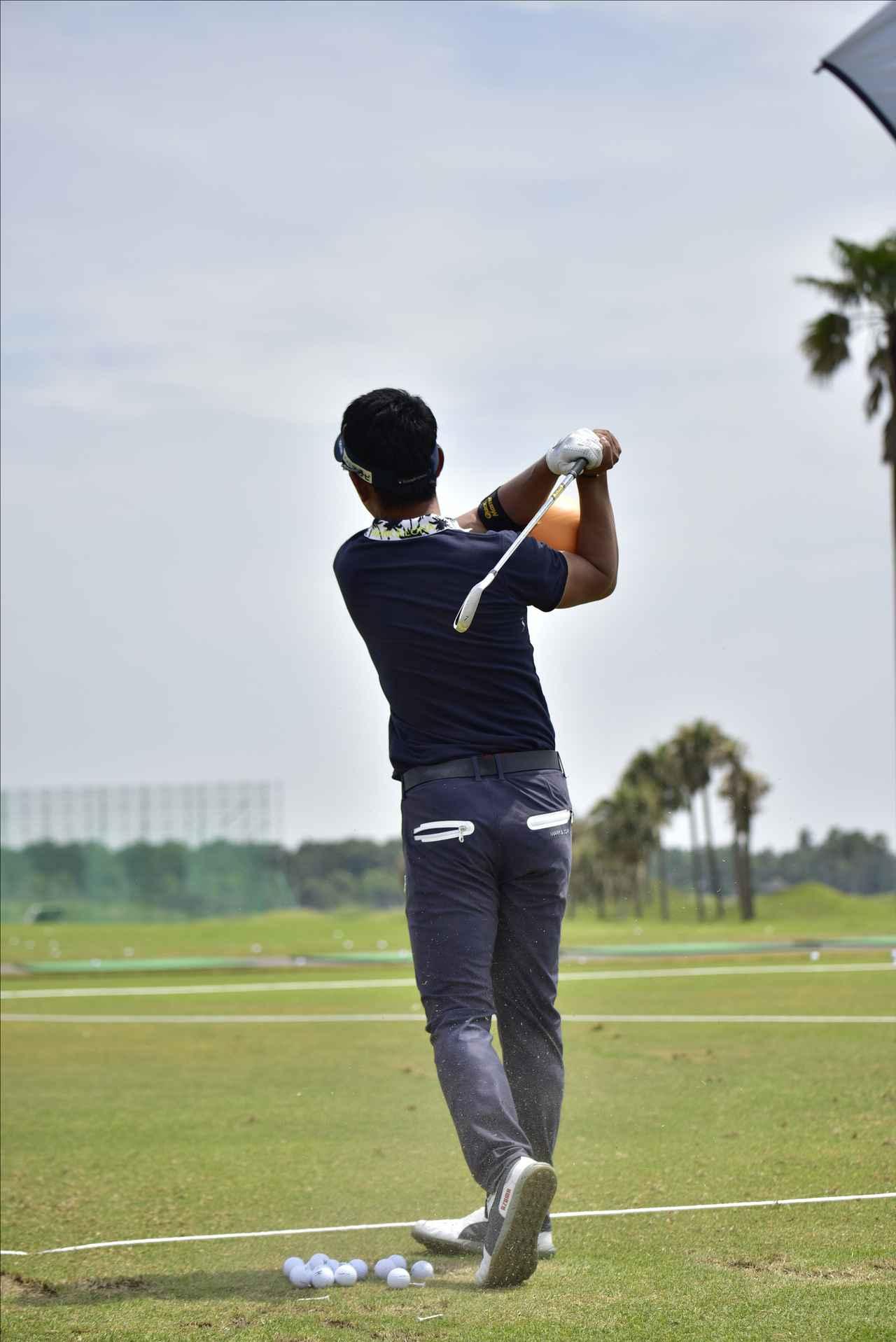 画像4: 【動画】プロゴルファーは 左打ちでも70台!?