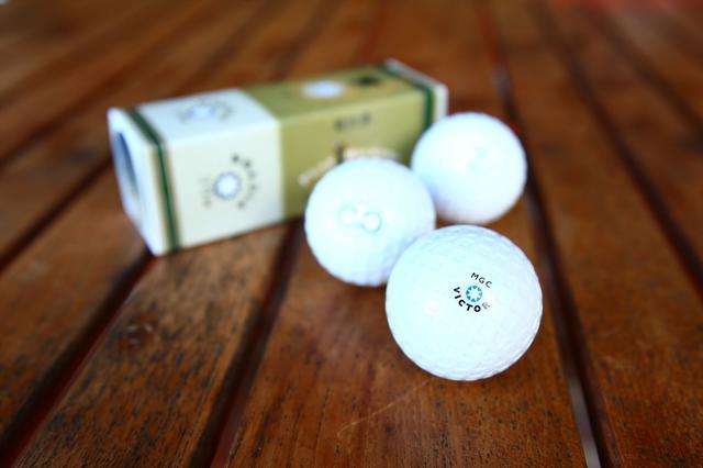 画像: 使用するボールは昔ながらの、ラバーコアの糸巻きボール「ガタパッチャボール」。1899年に発明されたハシュケルボールが再現されれいます。