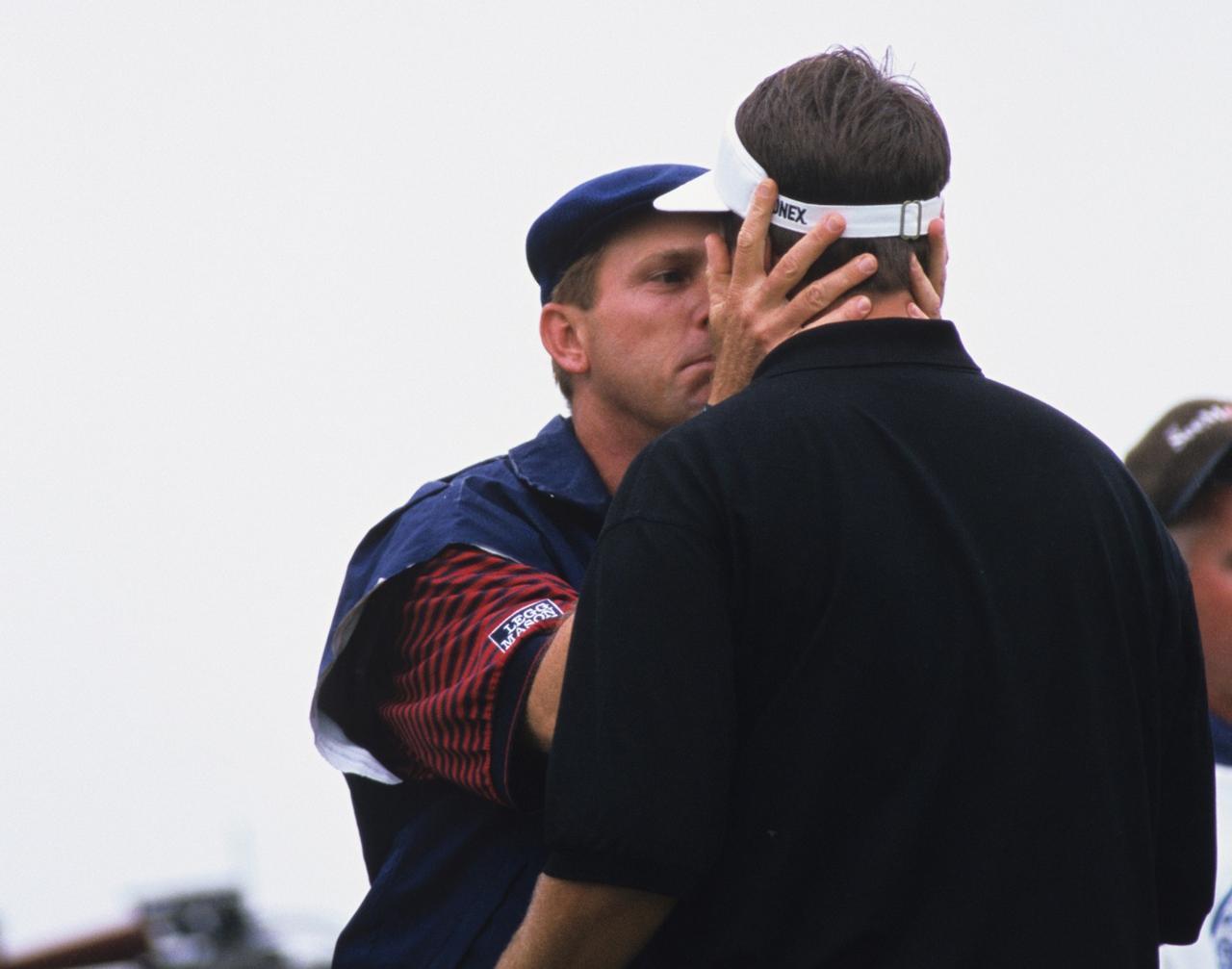 画像: 試合後、妻がいつ出産してもおかしくない状況で強行出場したミケルソンに対し「いい父親になれ!」と激励。このシーンも感動を呼んだ