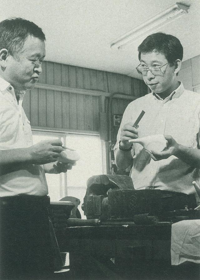 画像: デザイナーの後藤昭雄氏(左)と設計家の竹林隆光氏。プロギアのアイアン、500シリーズ以来のコンビだ。
