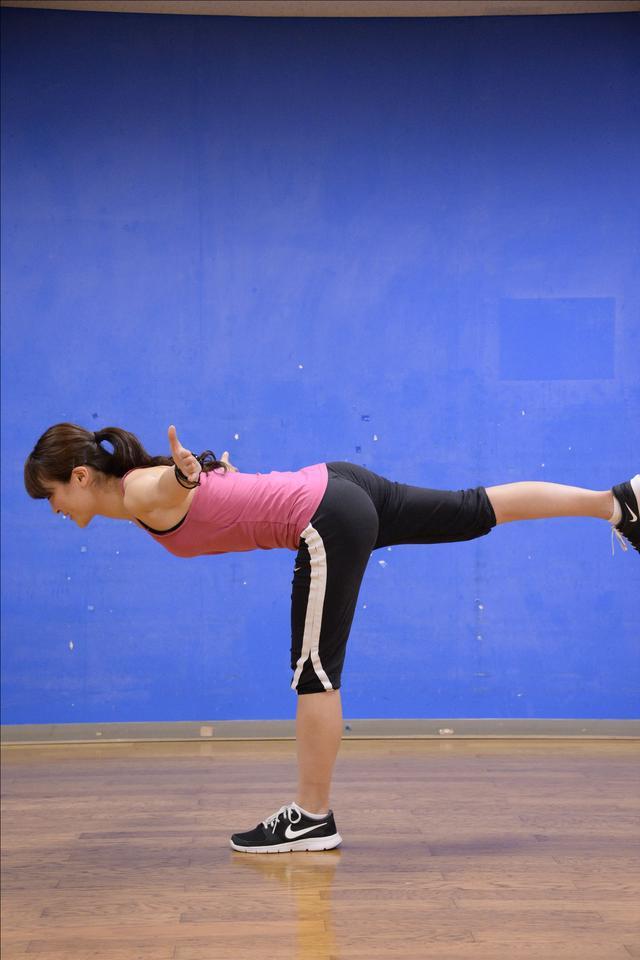 画像: バランス力と体幹に効く T字バランス