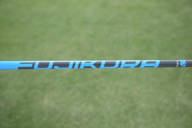 画像: 青はプロ63シリーズと呼ばれる。他のシリーズに比べるとスピンがかかりマイルド。