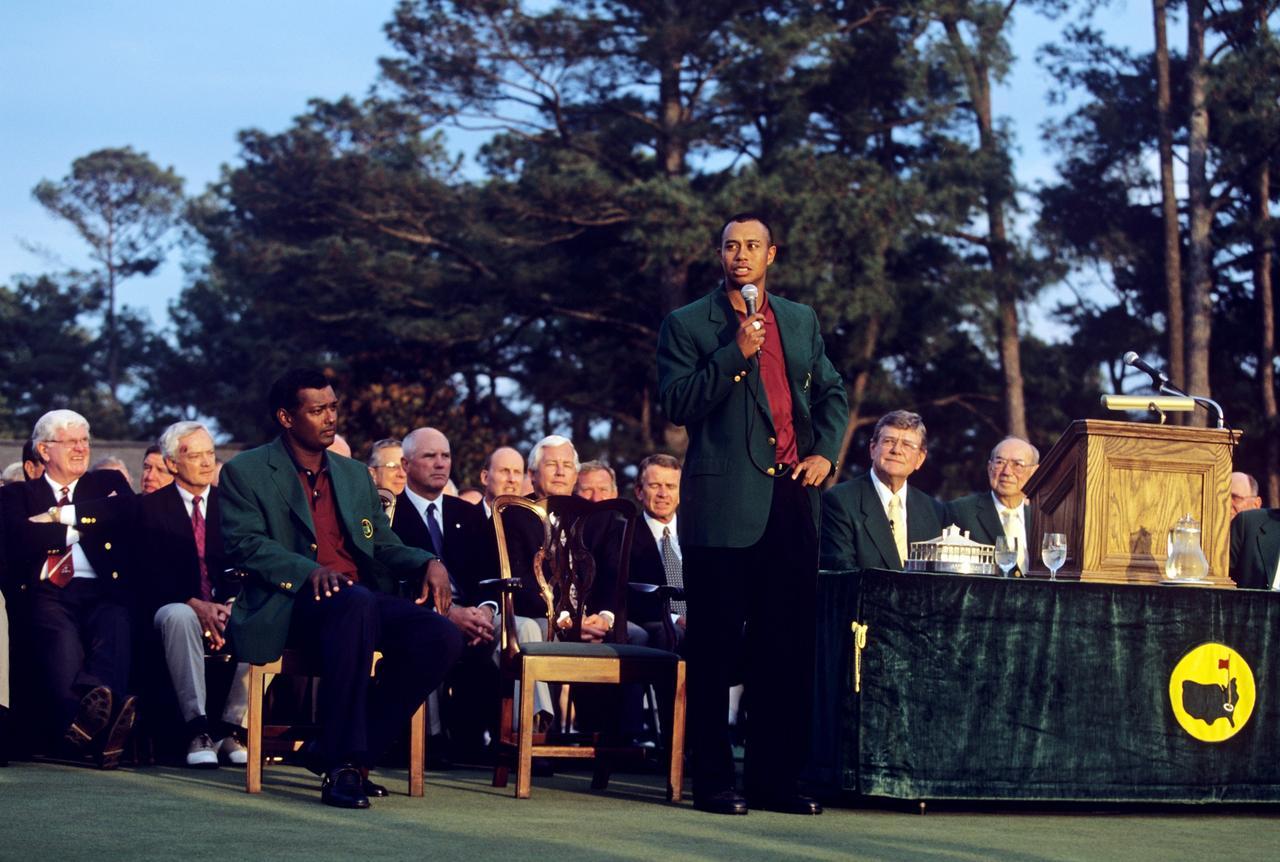 画像: 2001年マスターズ。前年の全米オープンからメジャー4連勝を飾った。このタイガーの絶頂期を支えたのがブッチとスティーブだ