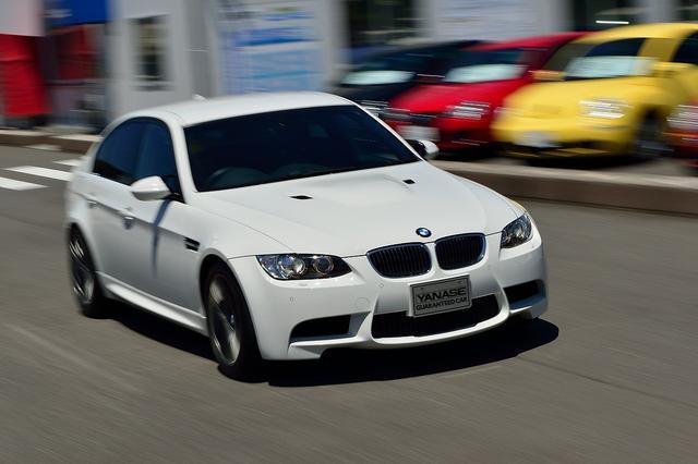 画像: キャディバッグの積み方は2通りあるぞ!  BMW M3セダン【ゴルフ×クルマ】 - みんなのゴルフダイジェスト