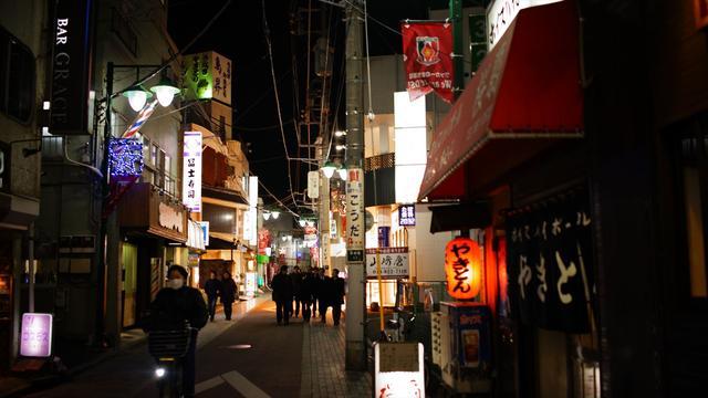 画像: 再開発が進む浦和駅東口。赤ちょうちん街も心なしか元気なく見え…ん!?
