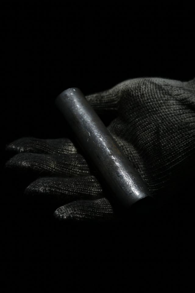 画像: 材料はこの丸棒。MPシリーズ用には純度の高い「S25CM]を使用