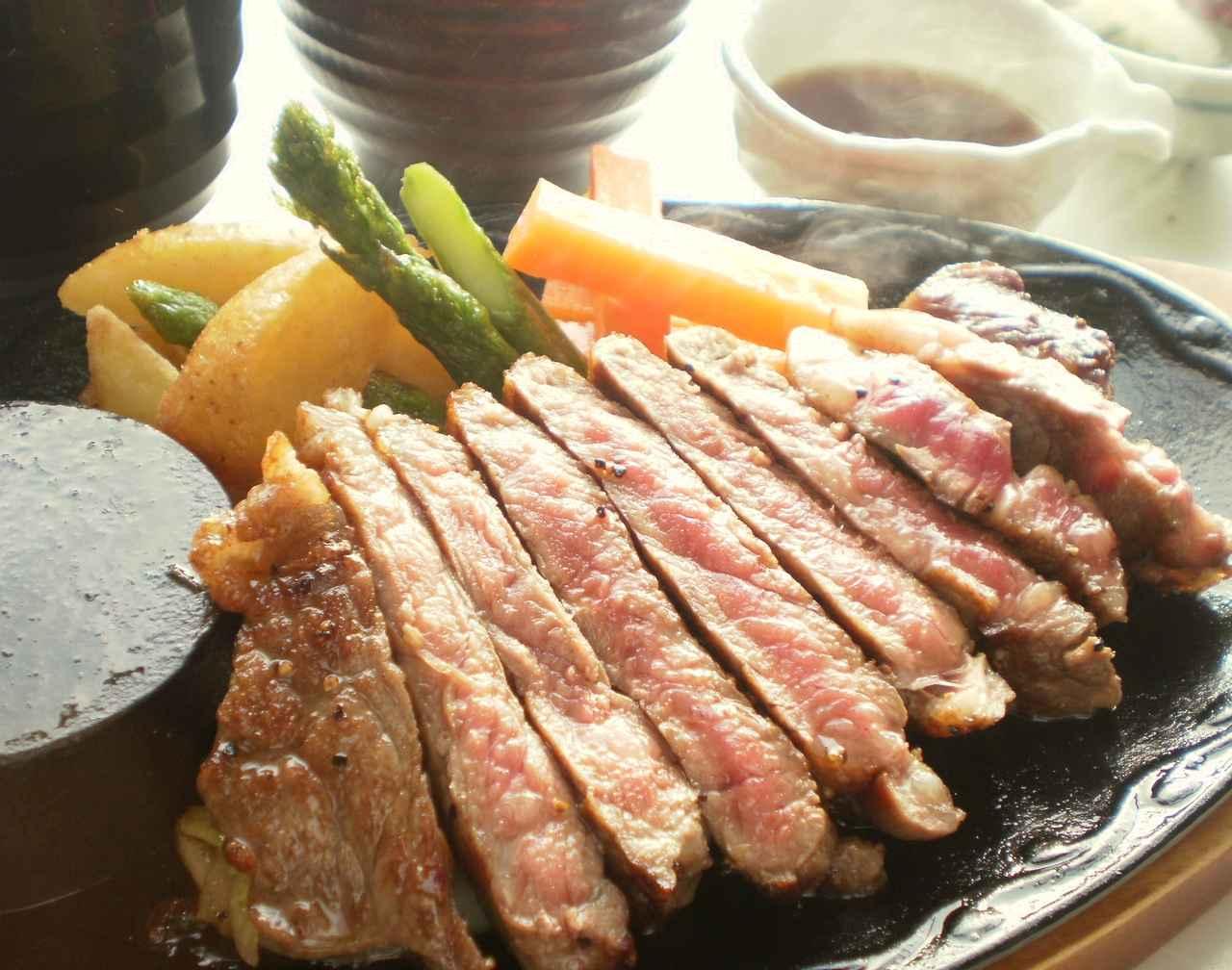 画像: 樽前カントリークラブ アンガス牛鉄板ステーキ 2,052円(本体1,900円+税) 赤身の美味しさを熱々の鉄板で