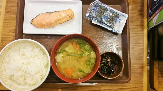 """画像4: [VOTE]予算500円! 4大牛丼チェーンの 朝定""""シャケ""""対決!"""