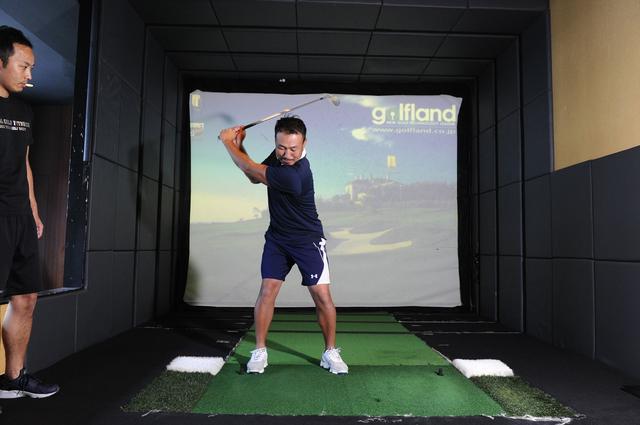画像1: 体幹を使って打つ! 背中から腰まで 一直線に構える
