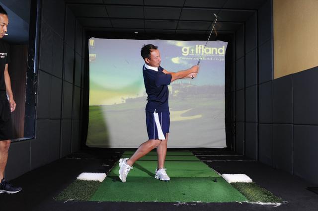 画像7: 体幹を使って打つ! 背中から腰まで 一直線に構える