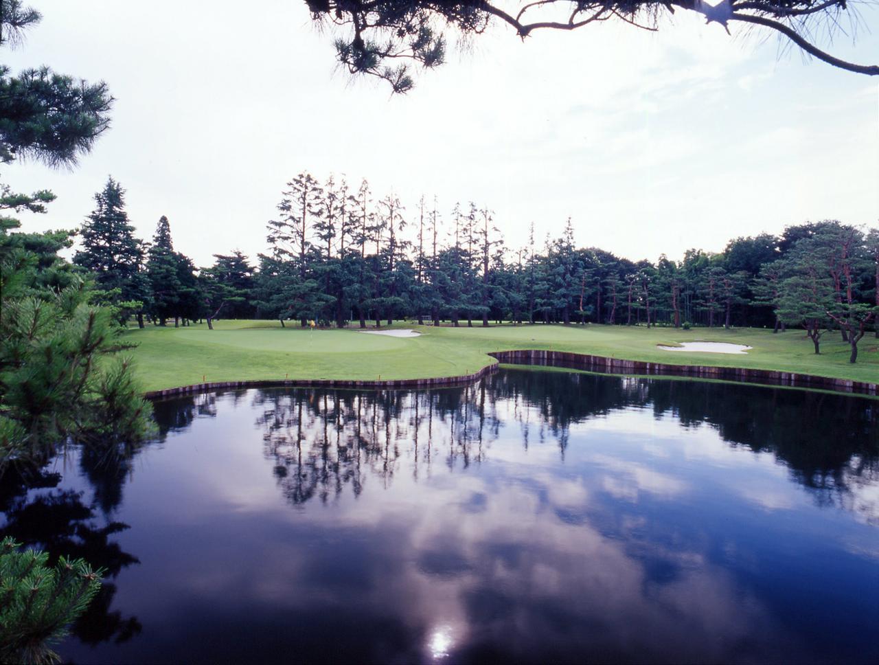 画像: 武蔵CC豊岡コース。昭和34年7月12日開場。設計は井上誠一。18ホール、6714ヤード、パー72。井上作品では龍ヶ崎と並び、2つのグリーンがそれぞれの攻略ラインを持つコースとなった。