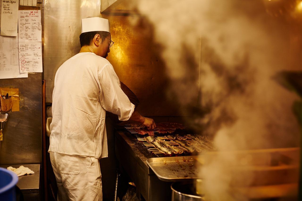画像: 白焼きにして隣の蒸し器で蒸す